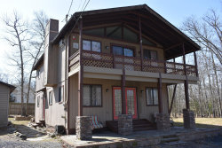 Photo of 120 Brownstone Dr, Milford, PA 18337 (MLS # 20-1088)