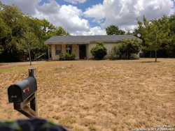Photo of 913 E Comal St, Pearsall, TX 78061 (MLS # 1258392)