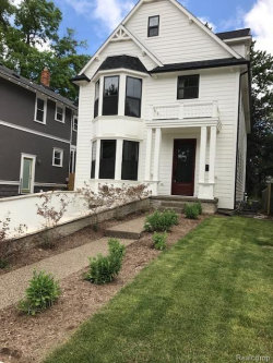 Photo of 727 HAWTHORN AVE, Royal Oak, MI 48067 (MLS # 21313651)