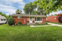 Photo of 5501 W BROOKSIDE DR, Dearborn Heights, MI 48125-2334 (MLS # 40088628)