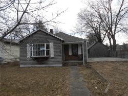 Photo of 300 Woodland Avenue, Wood River, IL 62095-1337 (MLS # 18007631)