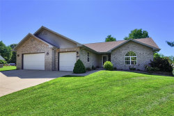 Photo of 136 Holly Tree Court, Glen Carbon, IL 62034-1538 (MLS # 19005089)