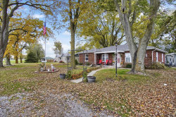 Photo of 13013 Us Highway 40, Highland, IL 62249-4859 (MLS # 20000835)