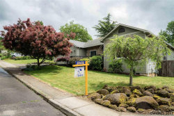 Photo of 321 W Center St, Silverton, OR 97381 (MLS # 722234)