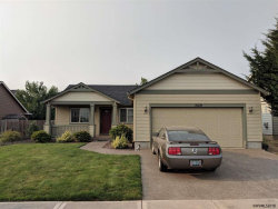Photo of 3129 Oxford St, Woodburn, OR 97071 (MLS # 738165)