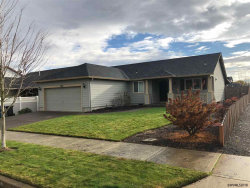 Photo of 2886 Oxford St, Woodburn, OR 97071 (MLS # 742188)