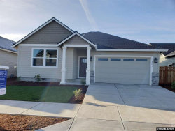 Photo of 961 Chestnut St, Independence, OR 97351-1548 (MLS # 758882)