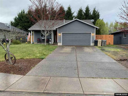 Photo of 468 SE Pine Pl, Dallas, OR 97338 (MLS # 762018)