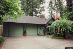 Photo of 6221 SW Nokomis Ct, Lake Oswego, OR 97035 (MLS # 766023)