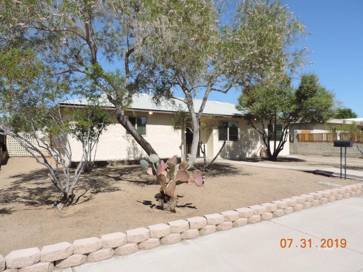 Photo for 237 S Sunland ST, Ridgecrest, CA 93555 (MLS # 1957561)
