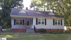 Photo of 104 Lakeview Drive, Spartanburg, SC 29306-5009 (MLS # 1377460)