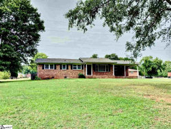 Photo of 392 Crestview Drive, Spartanburg, SC 29306 (MLS # 1401499)