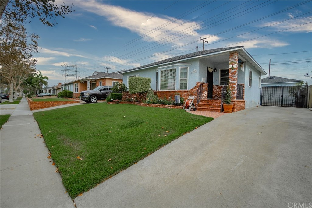 Photo for 5350 Ocana Avenue, Lakewood, CA 90713 (MLS # DW20180822)