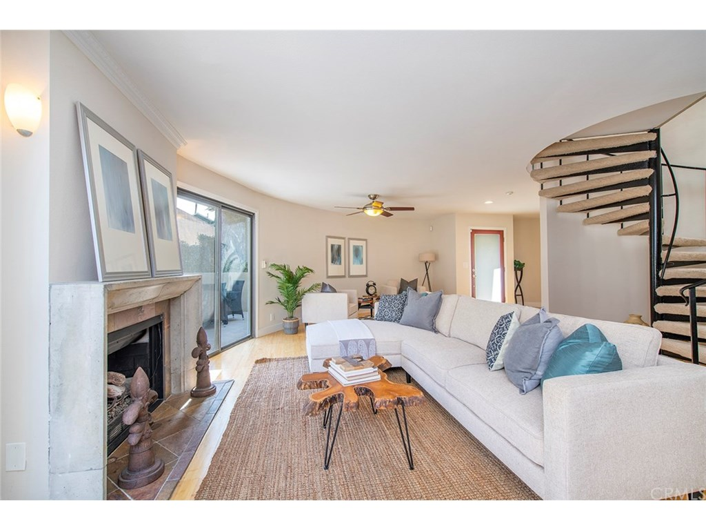 Photo for 610 N Guadalupe Avenue, Unit 5, Redondo Beach, CA 90277 (MLS # IN18242936)