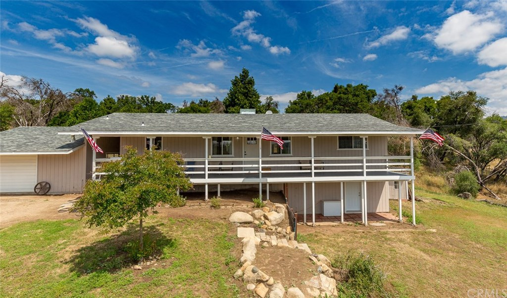 Photo for 4019 & 4019B Usona Road, Mariposa, CA 95338 (MLS # MP19126925)