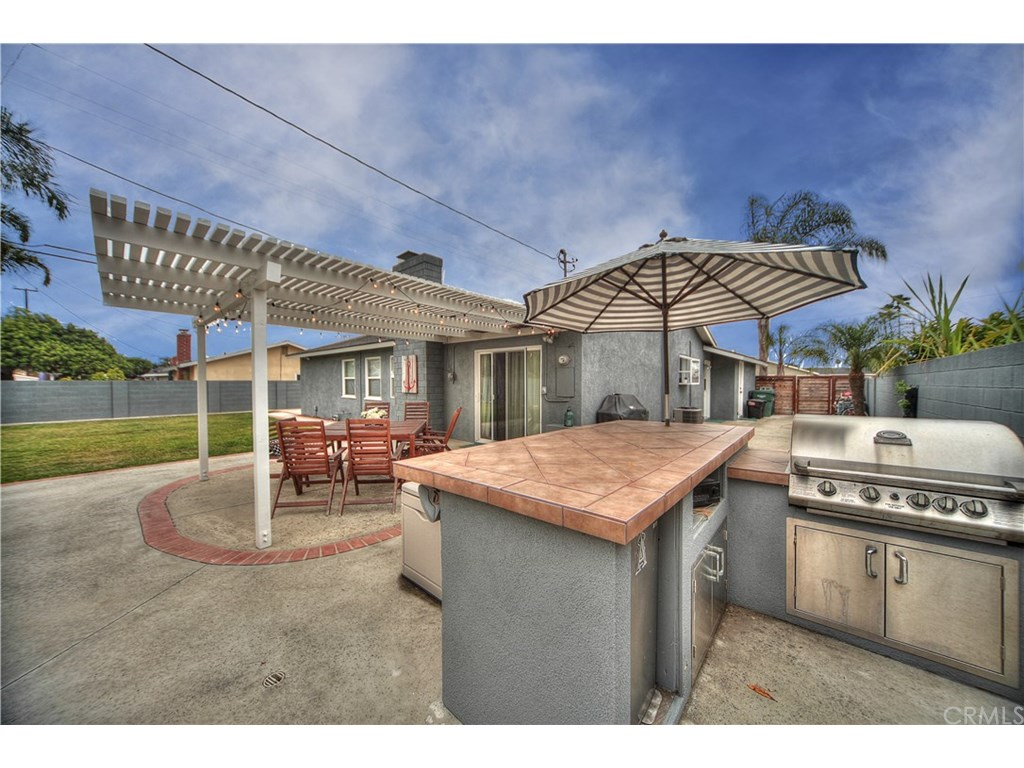 Photo for 18232 Lisa Lane, Huntington Beach, CA 92646 (MLS # OC17127936)