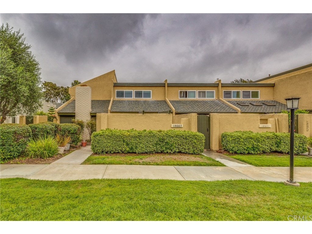 Photo for 18663 Maplewood Circle , Unit 79, Huntington Beach, CA 92646 (MLS # OC17180117)
