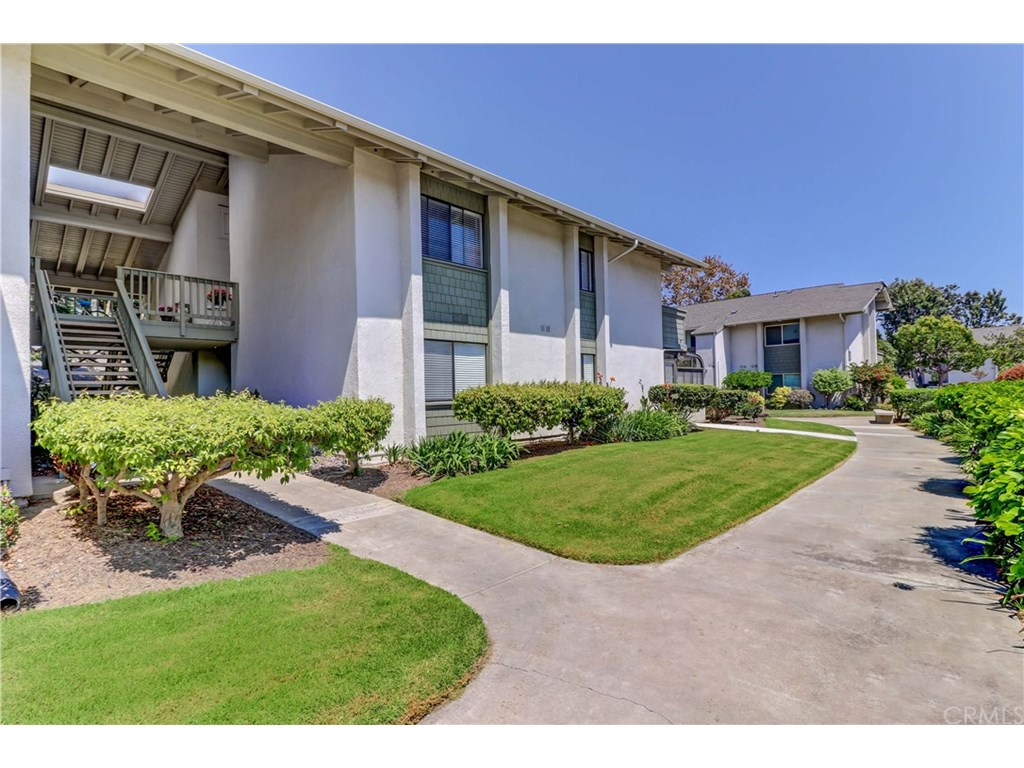 Photo for 8777 Coral Springs Court , Unit 3E, Huntington Beach, CA 92646 (MLS # OC17202273)