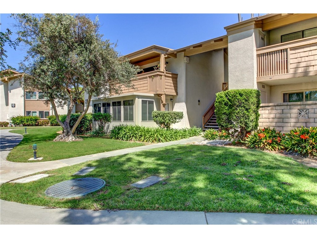 Photo for 8888 Lauderdale Court , Unit 218-F, Huntington Beach, CA 92646 (MLS # OC17234180)
