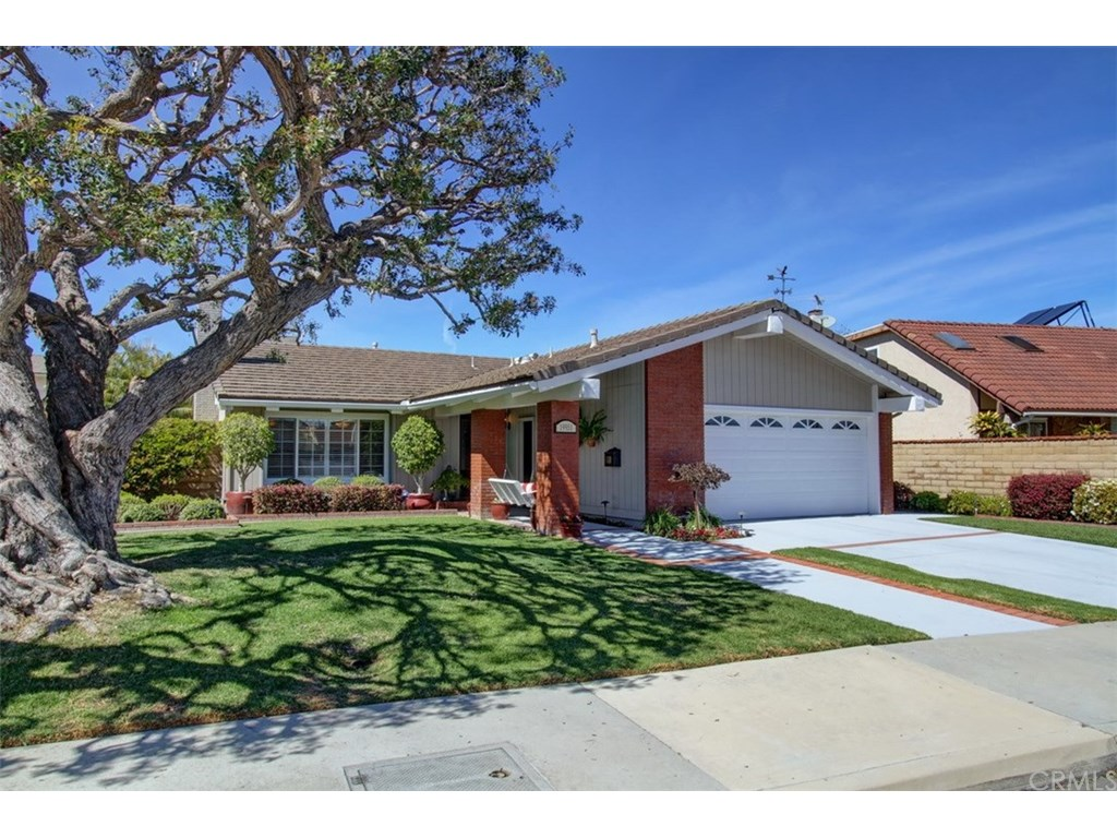 Photo for 19951 Felcliff Lane, Huntington Beach, CA 92646 (MLS # OC18055557)