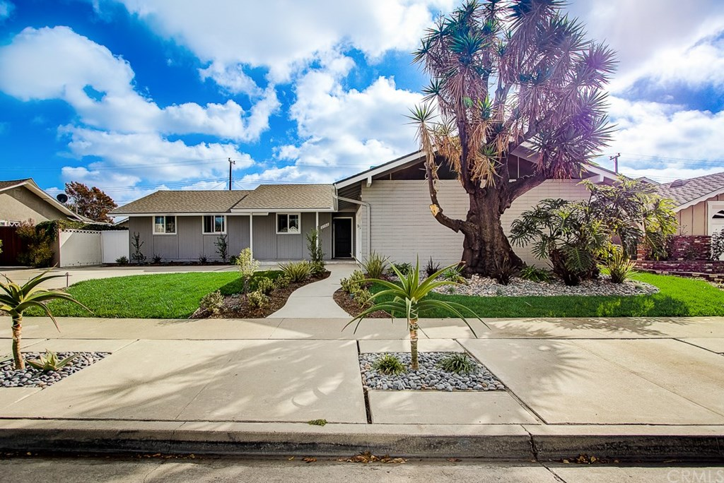 Photo for 2702 Copa De Oro Drive, Los Alamitos, CA 90720 (MLS # OC19270117)