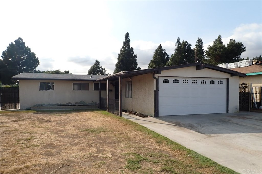 Photo for 20021 Flallon Avenue, Lakewood, CA 90715 (MLS # PW19246674)