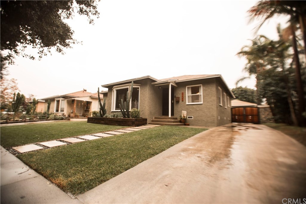 Photo for 5222 Bellflower Boulevard, Lakewood, CA 90713 (MLS # PW19276794)