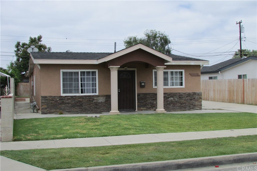 Photo for 12049 208th, Lakewood, CA 90715 (MLS # PW20116825)