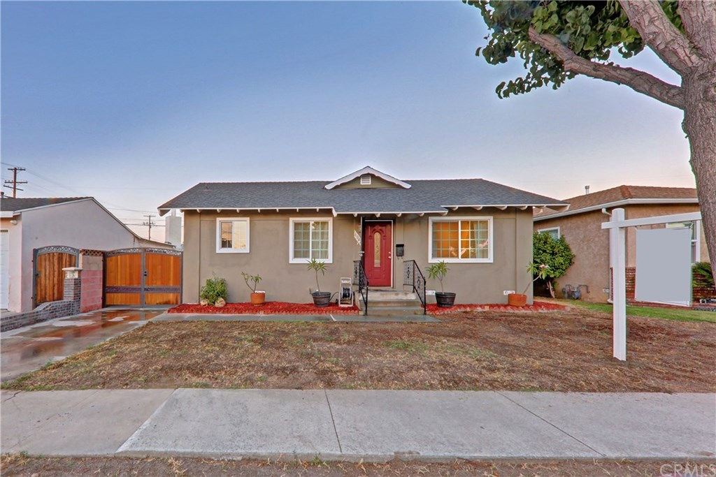 Photo for 6042 Adenmoor Avenue, Lakewood, CA 90713 (MLS # PW20138753)