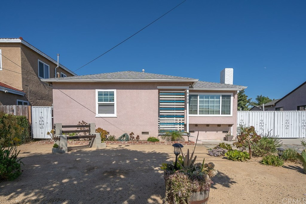 Photo for 6008 Ibbetson Avenue, Lakewood, CA 90713 (MLS # PW20152959)