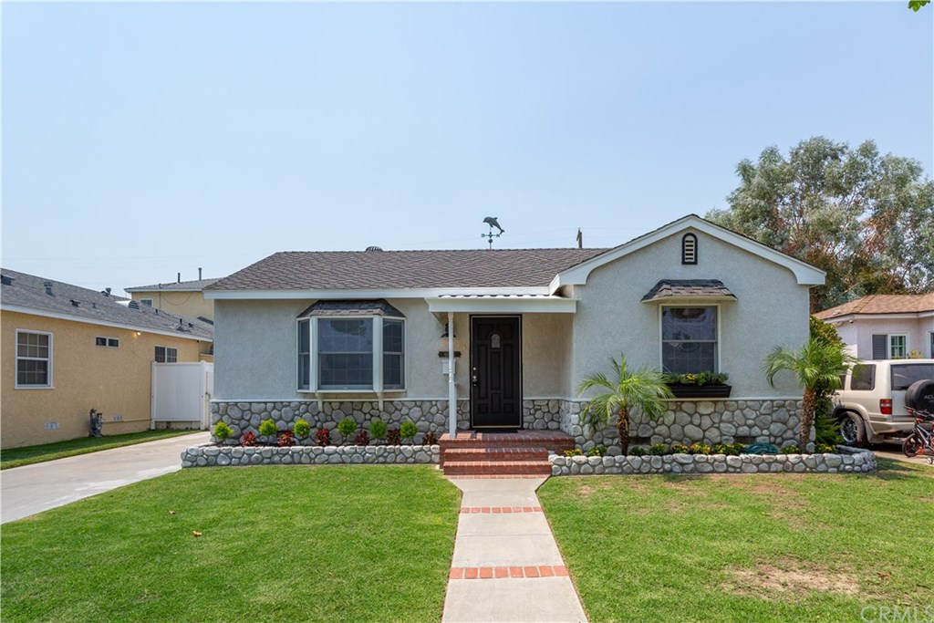 Photo for 6053 Premiere Avenue, Lakewood, CA 90712 (MLS # PW20171167)