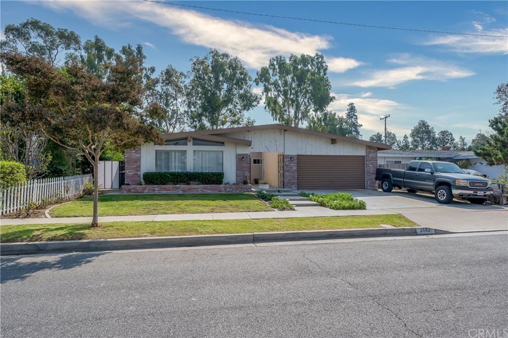 Photo for 3682 Kempton Drive, Los Alamitos, CA 90720 (MLS # PW20209640)
