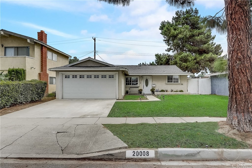 Photo for 20008 Jersey Avenue, Lakewood, CA 90715 (MLS # PW20215236)