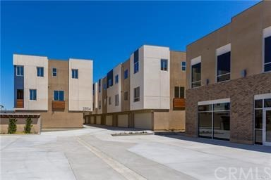 Photo for 25114 Narbonne Avenue, Unit J, Lomita, CA 90717 (MLS # SB18253433)