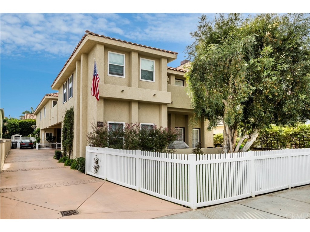 Photo for 2308 Huntington Lane, Unit B, Redondo Beach, CA 90278 (MLS # SB18274106)