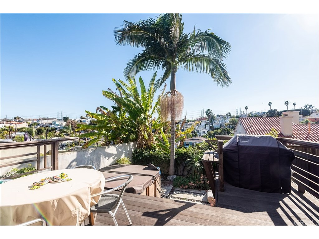 Photo for 1624 Carlson, Redondo Beach, CA 90278 (MLS # SB19017799)