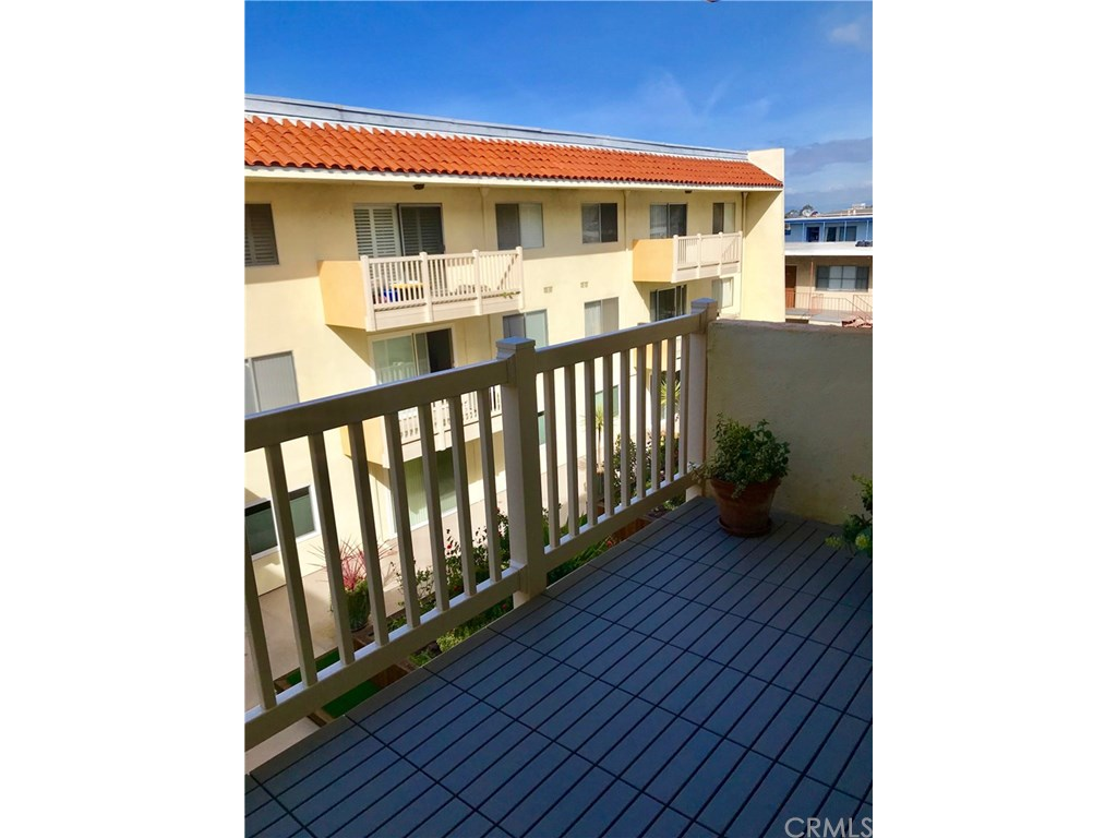 Photo for 1707 Pacific Coast, Unit 406, Hermosa Beach, CA 90254 (MLS # SB19021839)