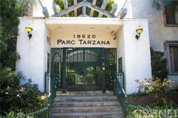 Photo of 18620 Hatteras Street, Unit 228, Tarzana, CA 91356 (MLS # SR20134395)