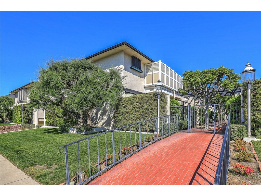 Photo for 9563 Broadway, Unit 5, Temple City, CA 91780 (MLS # WS19044114)