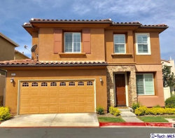 Photo of 26023 Lindale Place, Newhall, CA 91350 (MLS # 319001356)