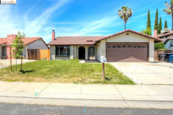 Photo of 909 Scarlett Pl, Tracy, CA 95376 (MLS # 40869401)