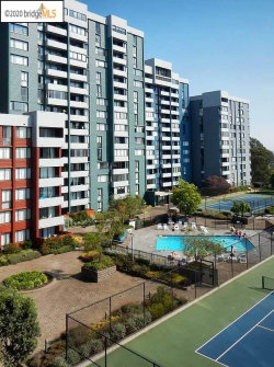 Photo of 555 Pierce St., Unit 301, Albany, CA 94706-1006 (MLS # 40920621)