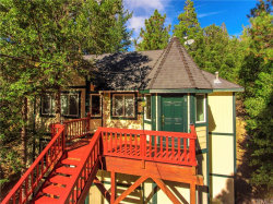 Photo of 976 Teakwood Drive, Lake Arrowhead, CA 92352 (MLS # EV19197332)