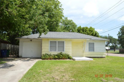 Photo of 1117 Chevy Chase Drive, Angleton, TX 77515 (MLS # 76462328)