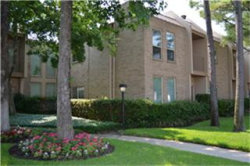 Photo of 1115 Augusta Drive, Unit 28, Houston, TX 77057 (MLS # 98385791)