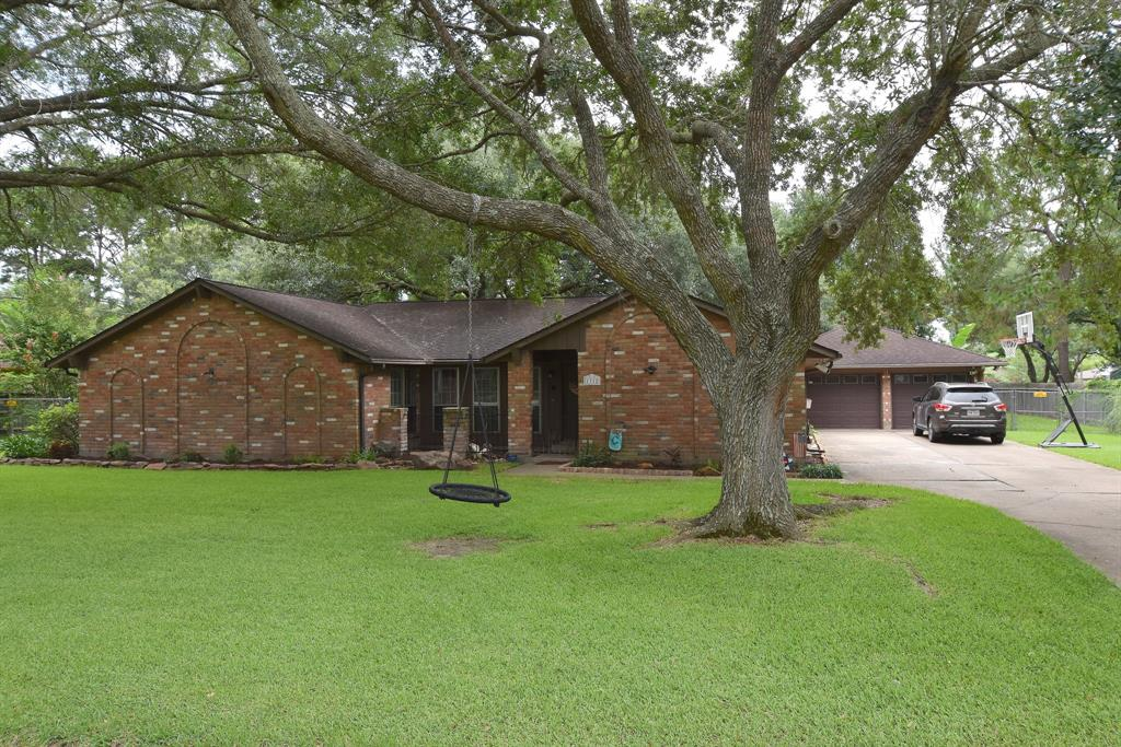 Photo for 1312 Thomas Drive, Friendswood, TX 77546 (MLS # 10777228)