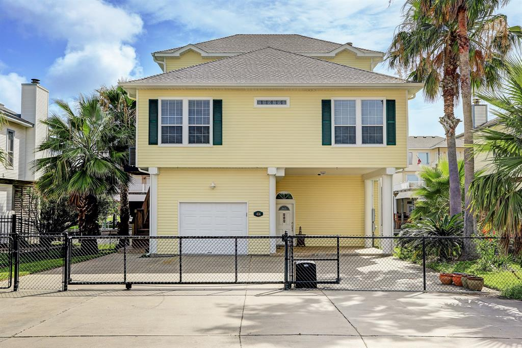 Photo for 414 Westerly Drive, Tiki Island, TX 77554 (MLS # 43541405)