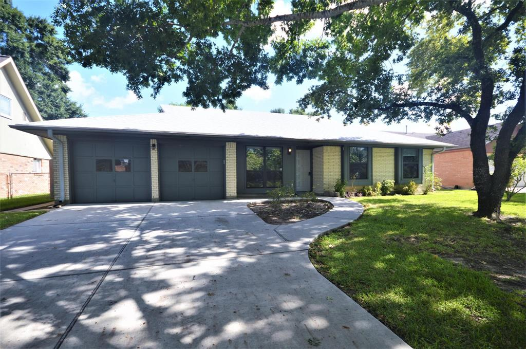 Photo for 2022 Williamsburg Court N, League City, TX 77573 (MLS # 49245545)