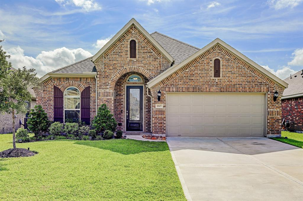 Photo for 1607 Nacogdoches Valley Drive, League City, TX 77573 (MLS # 64042936)