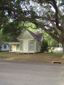 Photo of 402 Alamo St, El Campo, TX 77437 (MLS # 65745823)